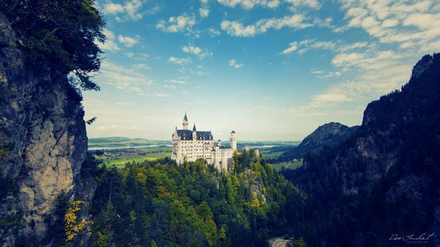 Castle on a Hill by IsacGoulart
