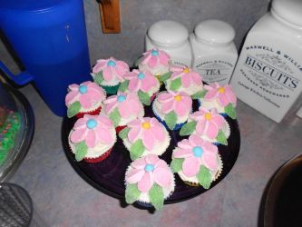 Flower cupcakes by Thylacina