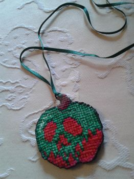 Poison Apple necklace by iamatwin