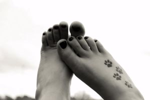 feet in black and white by jeezkay