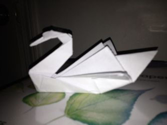 Origami Swan by AndyTheShinyVictini