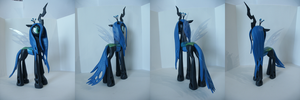 Queen Chrysalis pose 1 by Groovebird