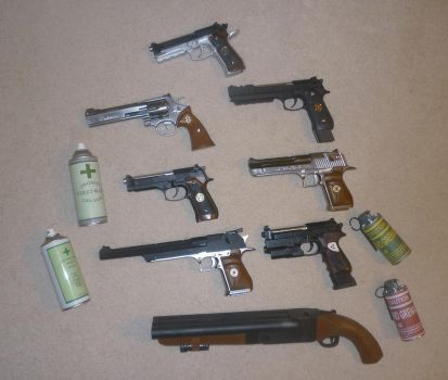Resident Evil Guns by RedDevil00