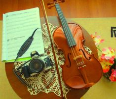 My sister's violin on a Saturday afternoon. by CamilaKL