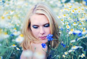 Beauty among flowers. by Lukreszja