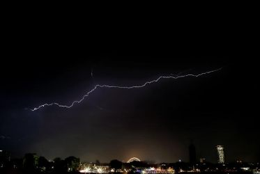 Lightning in Cologne by stareater