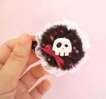 Kawaii lolita skull hair clip by yael360