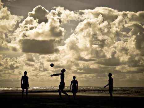 Volleyball am Strand in Holland by ExcitedAtom