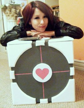Me and My Companion Cube by TomoyoDai