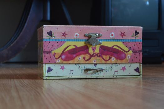 Little Ballerina's Music Box by casadecreepypasta