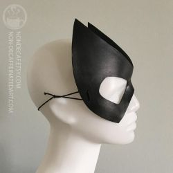 Batwoman Inspired Cosplay mask by nondecaf