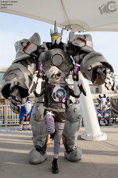 Reinhardt and Ultraviolet Tracer cosplay by Arorea
