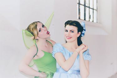 Funny Tink and pretty Wendy (Cosplays) by GlowingSnow