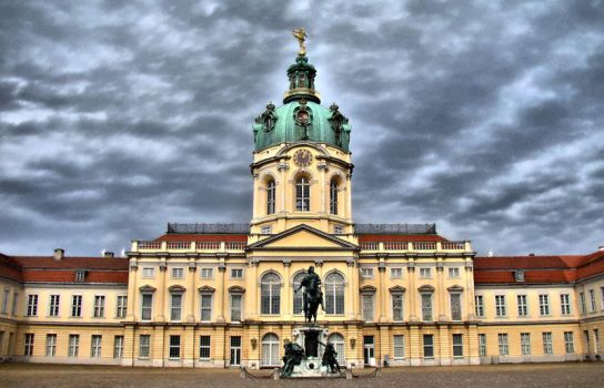 Schloss Charlottenburg by semeniuc
