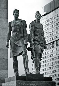 Victory Square, St Petersburg by iconicarchive