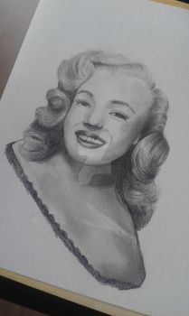 Marylin Monroe by TinyCreature