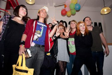 PARAMORE and me in PARIS 2009 by mopiou