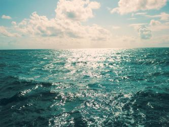 You see the sea by asiula23