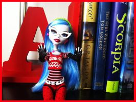 Book Worm Ghoulia by Dreamer-of-darkness