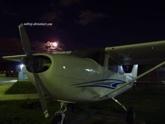Moon and airplane by zahrey
