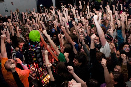 Dan Deacon, left fist up by thepithybard