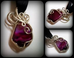 Reversible Wire Wrap Pendant by sodacrush
