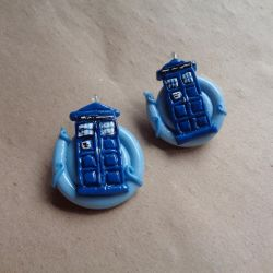 Tardis In The Vortex Brooches/Pins by bellakenobi