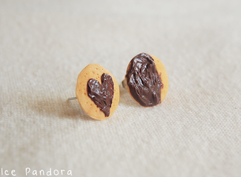 Chocolate heart and halfmoon cookies ear stud by Ice-Pandora