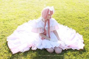 Madoka cosplay by Eeveelutionarii