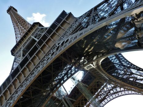 THE EIFFEL TOWER by Lauvictoria