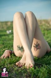 Suicide Girls: crossing legs by OttoMarzo