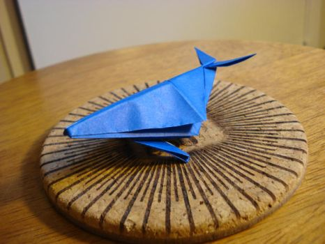 Origami whale by afrokenshi