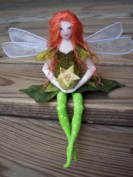 Kalila faerie with a berrie by paulaspixies