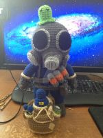 TF2 Pyro with brain Slug and removable pyro tote by telshira