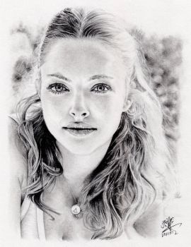 Pencil portrait of Amanda Seyfried by chaseroflight
