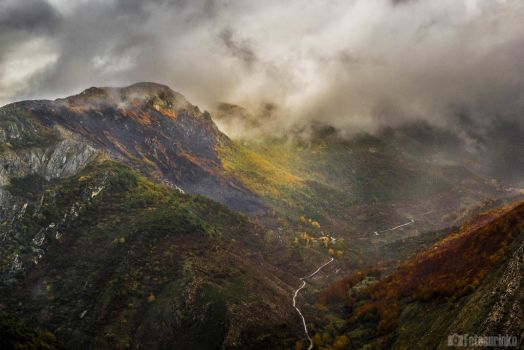 Misty mountain by Fotoaurinko