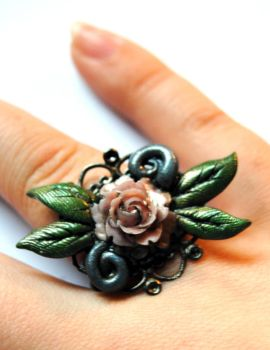 Rose Ring by Hyo-pon