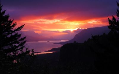 Columbia Gorge Sunrise by greglief