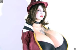 Comicon with Boobies by arianefan