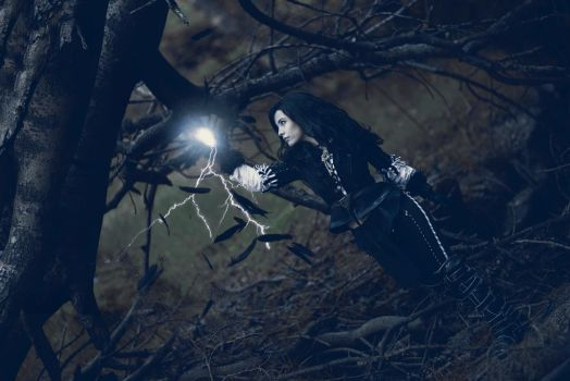 Raven of violet eyes - Yennefer cosplay by Voldiesama