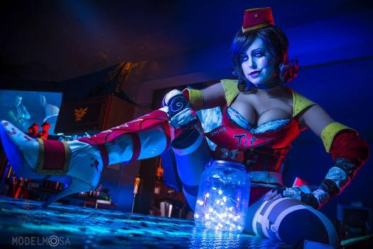 Moon Moxxi Cosplay: Insert Your Tip~ by Khainsaw