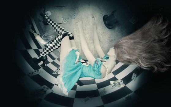 Alice Falling into Madness by cryingunderwater