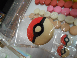Pokeball macaron with chocolate filling _ 2016073 by K4nK4n
