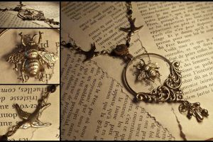 Bee Catchers Necklace by hrekkjavakaastarkort
