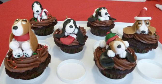 Basset hound cupcakes by Marce07