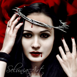 Queen of Thorns by Selunia