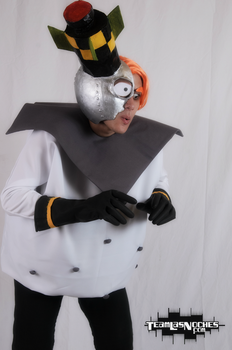Dr N. Gin cosplay, take two! by ViluVector