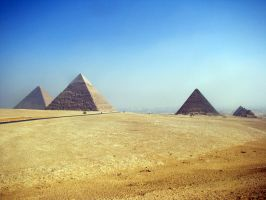 Egyptian pyramids by Meernebel