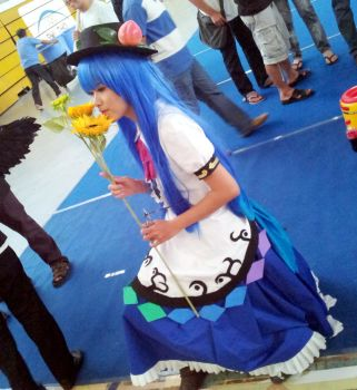 Tenshi with sunflower by Natsuki-MaiHiME