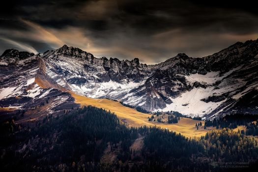 The mountain in the autumn fire. by BrunoCHATARD